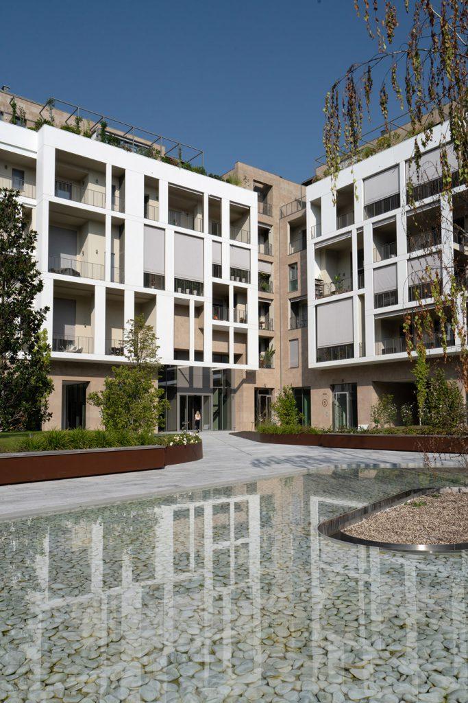 corner_courtyard_novamère